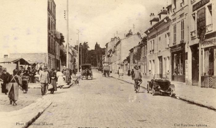 Le marché et à droite poissennerie 1927